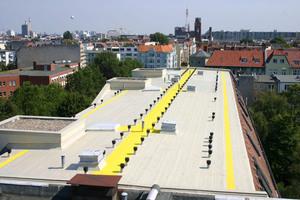 Die Abdichtung dieses Berliner Wohnhaus-Flachdachs (Standardkonstruktion K1) entspricht der Beanspruchungsstufe IA laut DIN 18531-1