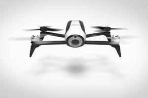 Mit Drohnen lassen sich Sanierungen kostengünstig planen. Durch Überflüge können Massen an Fassade und Dach und detaillierte Bilder der Außensituation erstellt und in die Leistungsbeschreibung übernommen werden