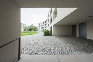 Der Gartenhof ist über Durchgänge mit der Weltkulturerbe-Siedlung Schillerpark und den umliegenden Grünanlagen vernetzt