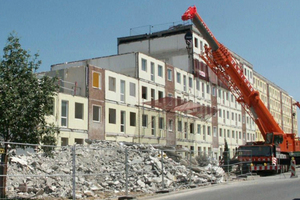 Abriss eines Plattenbaus in Dresden Gorbitz