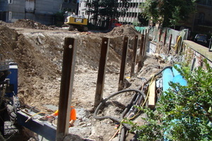 Für ein Innenstadtgebäude machten u.a. Bodenverhältnisse und Bebauungsdichte einen Spundwandverbau als Baugrubenverbau erforderlich