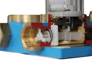 Der Rückflussverhinderer stellt sicher, dass Rückströmungen aus nachgeschalteten Trinkwasserleitungen den Wasserzähler nicht in Gang setzen