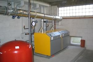 Blick in den Heizungsraum: Ein Gasbrennwertkessel mit 142 kW deckt die Grundlast ab