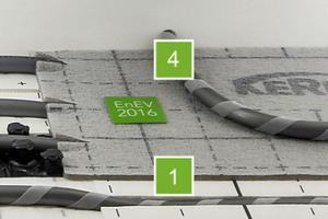 Moderne Installationslösungen leiten die Wärme vor dem Fußbodenheizungsverteiler gezielt unter dem Estrich hindurch1) Zweiseitig kaschierte Systemplatte (x-net connect base)<br />2) Systemplatte x-net<br />3) Übergangsbereich der durchlaufenden Zuleitungen<br />4) Separat ausgebildeter Heizkreis mit Klettrohr in der Ebene über den durchlaufenden Zuleitungen