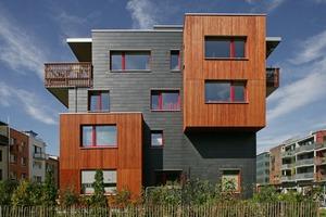 Schieferfassade als Variable Rechteck-Deckung im Kontrast zu Holz und Putz
