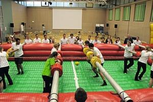 Neben Erfahrungsaustausch und Vorträgen gab es ein Sportprogramm. Beim Human Soccer konnten sich die Teilnehmer als Kickerfiguren auspowern<br />