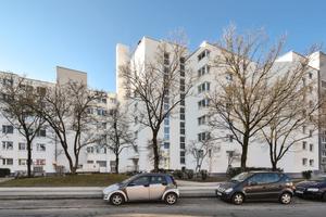 Wurde mit einem schlanken Wärmedämm-Verbundsystem saniert: der Wohnkomplex an der Guardinistraße im Münchner Westen