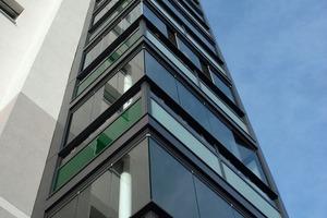 Das Schiebe-Dreh-System mit Ganzglas-Ecke lässt sich über die gesamte Breite öffnen und ermöglicht eine flexible Nutzung des Balkons<br />