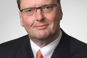 """<span class=""""ueberschrift_hervorgehoben""""><strong>Autor:</strong> <br /></span>Werner Rohmert, Rheda-Wiedenbrück, <br />ist seit über 20 Jahren in der Immobilienbranche als Praktiker, Berater, Publizist und Verleger aktiv. <br />"""