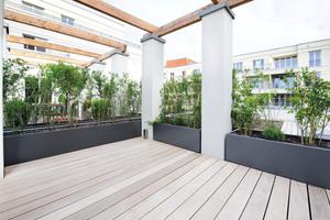 Zwei Wohneinheiten haben Zugang zu der großzügig angelegten Dachterrasse