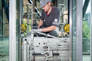 Die Neuerungen der EN 81-20/50 dienen vor allem dazu, die Unfallgefahr bei Wartungs- und Reparaturarbeiten an den Aufzugsanlagen zu reduzieren