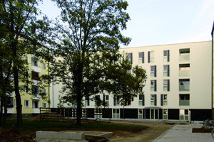 Riegelbauweise: Einzelne, relativ schmale Baukörper werden vor die rechtwinklig zum Ring hin angeordneten Bestandsbauten gesetzt