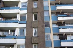 Vorher – nachher: Statt ghettoartig düster wirken die Fassaden der Siedlung auf Besucher und Bewohner nun ungleich freundlicher