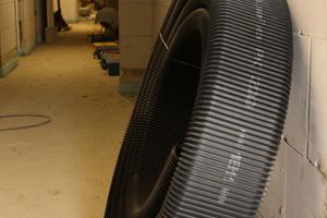 Was aussieht wie ein großer LKW-Reifen, ist der hochflexible Flex-Kanal, der die einzelnen Räumen mit Frischluft versorgt und die verbrauchte Abluft abtransportiert