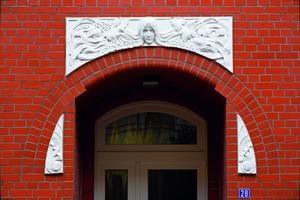 Auch die Ornamente über den Eingängen wurden rekonstruiert<br />