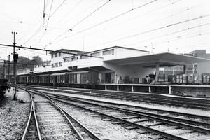 Die alte Güterhalle mit den Gleisbetten im Jahr 1962 lässt nicht ansatzweise vermuten, dass die Stadtentwicklung hier knapp 50 Jahre später ein bevorzugtes, innerstädtisches Quartier würde entstehen lassen