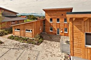 Holzhaus-Siedlung in ökologischer Passiv-Bauweise