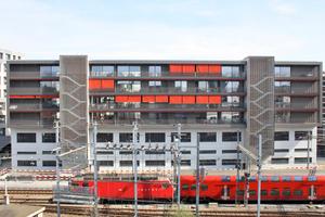 Die Fassadengestaltung integriert die industriell-gewerbliche Verkehrshistorie des Viertels und offenbart, welche qualitätsvollen Möglichkeiten der Wohnnutzung auch in solchen Zonen stecken können