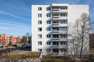 Die Westseite nach der Sanierung: Die Balkone haben dank des schlanken WDVS S 024 wenig Nutzfläche verloren
