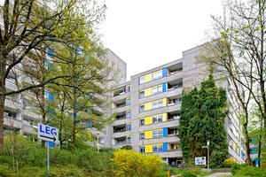 Die LEG engagiert sich stark in der Fritz-Erler-Siedlung. Sie bietet das ganze Jahr hindurch ein umfangreiches Veranstaltungsprogramm für die Mieter an und investiert z.B. bis Dezember 2015 über 800.000 Euro in die Fassadensanierung