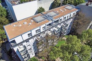 14 Wohneinheiten umfasst das neue sechste Stockwerk dieses Berliner Mehrfamilienhauses