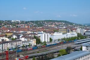 Die zentrale Lage in der Stadt und der Blick auf die umliegenden bewaldeten Hügel waren vor der Sanierung die größten Potenziale des Wohnhochhauses