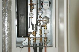Die kompakte Wärmeübergabestation übergibt die Wärme bedarfsgerecht und temperaturpräzise an die einzelnen Wohnbereiche