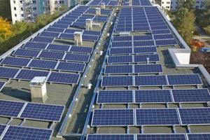 8.000 PV-Module versorgen die Bewohner in Berlin-Hellersdorf mit ZuhauseStrom – erneuerbare Energie direkt vor Ort erzeugt und genutzt
