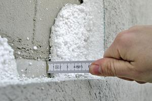 Die geringe Stärke von ca. 50mm des vorhandenen WDVS entspricht nicht mehr den heutigen Anforderungen für wirksamen Wärmschutz an der Fassade – Aufdopplung ist hier sinnvoll