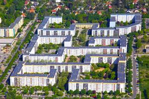 """Auf den Dächern des Berliner Plattenbau-Komplexes """"Gelbes Viertel"""" befindet sich die größte Photovoltaikanlage, die auf deutschen Wohngebäuden installiert wurde"""