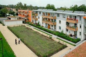 Der Altbau wurde von zwei flankierenden Neubauten gefasst: Neue Wohnungsangebote, barrierefreie Gestaltung und innovative Heiztechnik in Dachau<br />