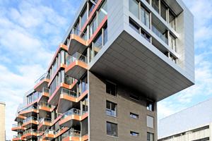Rheinlogen, Bonn: Das Haus Fidelio ist das markanteste Gebäude. Für farbige Akzente sorgen die roten Aluminiumbänder an den Balkonen