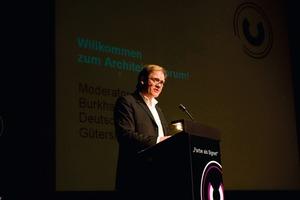 Volle Ränge im Theater, das von Prof. Gottfried Böhm gestaltet wurde