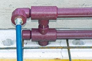 Sowohl über Filigran- als auch über geschalte Ortbetondecken werden die Module jeweils mit Vor- und Rücklauf an den Heizkreisverteiler angeschlossen