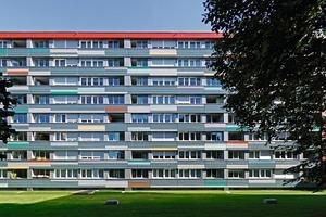 Die Öffnungen aller Loggien der Westfassade wurden mit einer flexiblen Balkonverglasung ausgestattet<br />