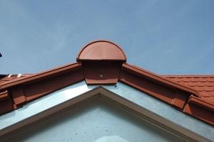 Neben Farbe und Form passt die Größe des ausgewählten Ziegels perfekt zu den kleineren Gauben des Daches<br />