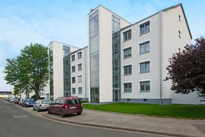Die Grotenkampsiedlung in Dortmund wurde umfassend modernisiert. Die neuen Aufzüge prägen das Erscheinungsbild