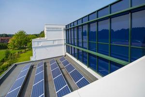 Rechnerisch autarke Vollversorgung in der Energieerzeugung – dank der Kombination aus Erdwärmepumpe und Photovoltaikanlage zur Abdeckung der Antriebsenergie