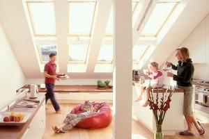 Fenster sorgen nicht nur für Licht, Luft und Ausblick, sondern zudem für solare Energiegewinne<br />