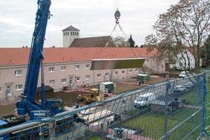 Über den Dächern der Gartenstadt: Zwei langgezogene, zweigeschossige Reihenhäuser werden mit der umweltgerecht gewonnen Energie der thermischen Solaranlage versorgt