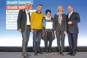 Preisverleihung in Berlin (v.l.): Matthias Schmidt, Stefan Rink, Carola Busse, Antje Osterwold und Staatssekretär Rainer Bomba