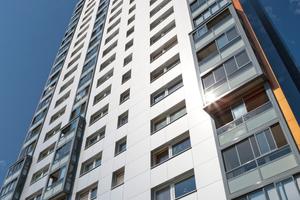 Die modernen Balkonsysteme geben dem Wohnhochhaus in Saarlouis ein völlig verändertes Erscheinungsbild<br /><br />