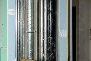 Für die leise Sanitärtechnik: Das Rohrsystem verfügt über sehr gute Dämmeigenschaften. In Kombination mit der Schalldämmmatte werden die Schallschutzanforderungen übertroffen