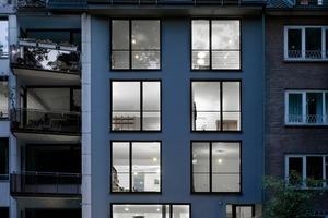 Pier 7 Architekten wurde der dritte Preis zugesprochen. Sie hatten das mehrgeschossige Wohngebäude aus den 1960er Jahren, in eine Blockrandbebauung integriert, völlig überplant und in eine zeitgemäße Architektursprache übersetzt<br />