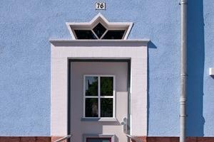 Ein Blickfang im Königsviertel: die farbigen und mit attraktiven Schmuck- und Art Deco-Elementen versehenen Haustüren
