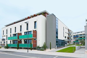 Horizontal und vertikal verlaufende Fensterbänder unterstützen die lineare Struktur der Gebäudetypen<br />