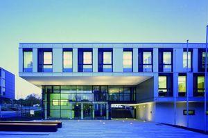 Die Fassade sollte den technischen Charakter widerspiegeln