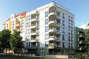 Die Architektur des Wohnkomplexes verbindet die klassisch-moderne Bebauung mit den umliegenden Grünflächen
