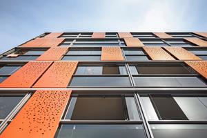 Verschattungselemente und Glasflügel sind flexibel: Jeder Bewohner entscheidet selbst, wie weit er seinen Balkon öffnet, und welchen Bereich er vor Sonne und fremden Blicken abschirmt