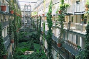 Die Konstruktionsaufbauten für Balkone haben sich bei vielen Renovierungen und Neubauten bewährt – hier die Beispiele von Mehrfamilienhäusern in Leipzig und Rastatt